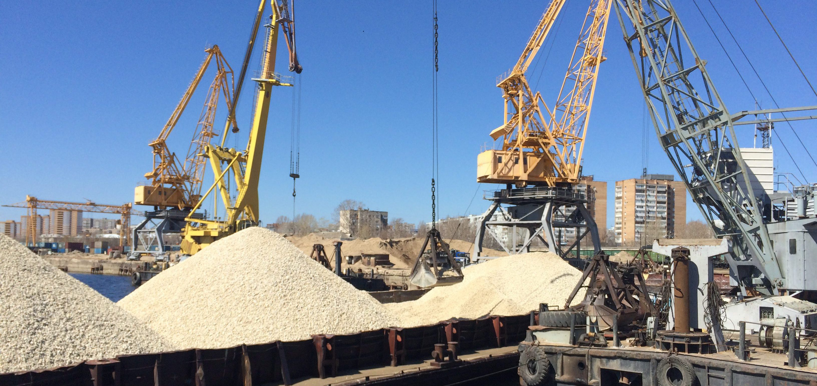 Погрузка щебня в Речном порту Тольятти